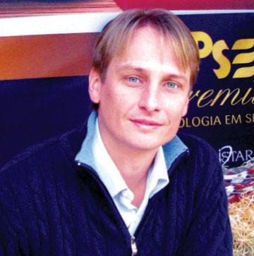 Steven Udsen, após um período de estudos e atuação em outras empresas, passa a compor a Diretoria de Serviços Corporativos