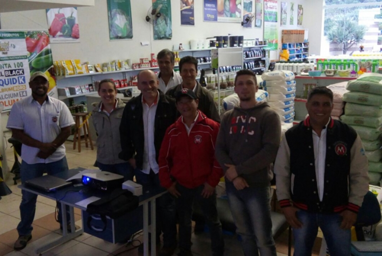 Topseed Premium realiza treinamento na revenda Agromaia de Piedade (SP)