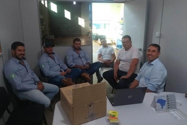 Especialista ministra treinamento sobre tomate Parma F1, em Marialva (PR)