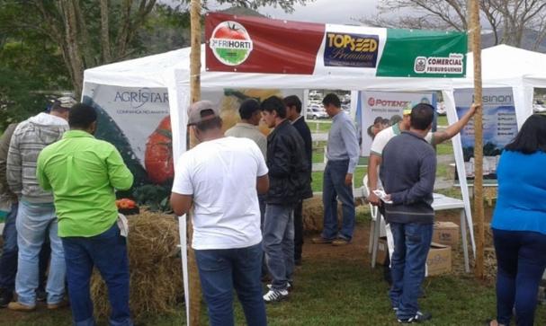 Topseed Premium participa de evento da revenda Comercial Friburguense