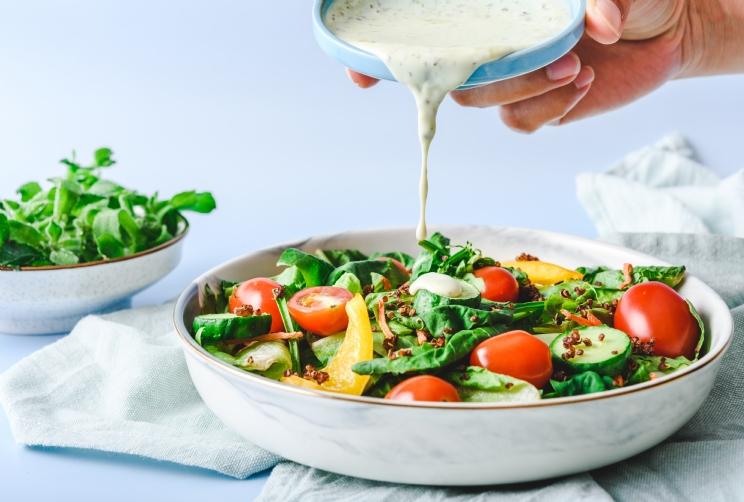 O molho perfeito para saladas e grelhados! Confira a receita!