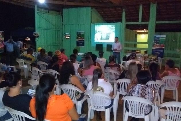 Linha de folhosas, tomates e melancia são apresentadas em Paranaíba (MS)