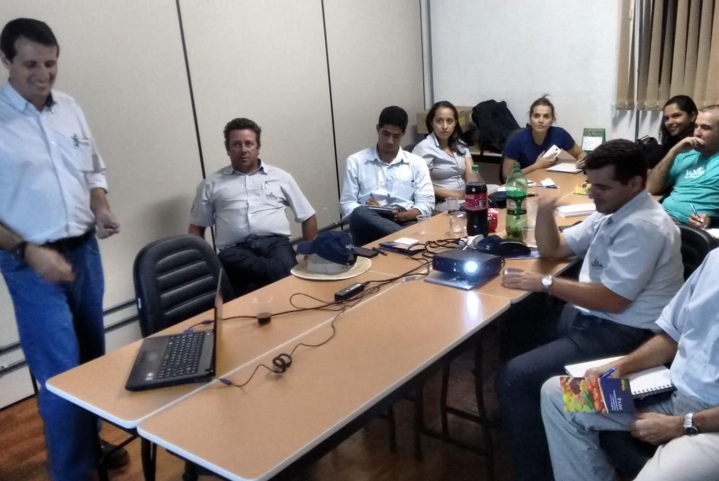 Topseed Premium realiza treinamento em revenda parceira de Brasília (DF)