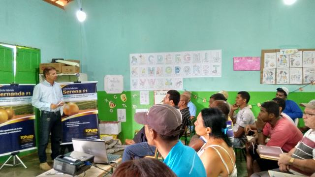Palestra sobre cultivo de cebolas híbridas é realizada em Mangabeira (BA)