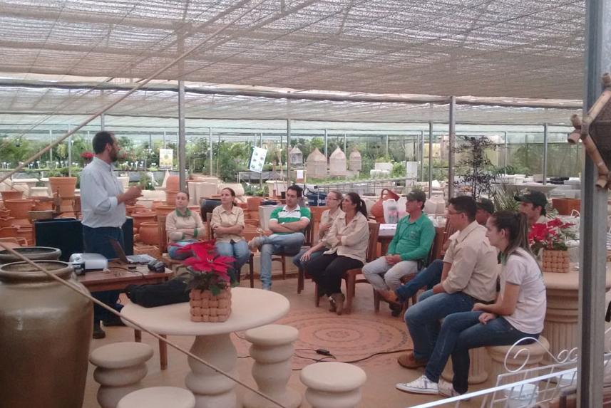Equipe Agristar realiza treinamento em viveiro de São José do Rio Pardo (SP)