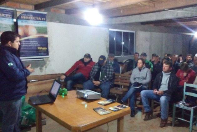 Palestra sobre tomates e folhosas em Marmeleiro (PR)