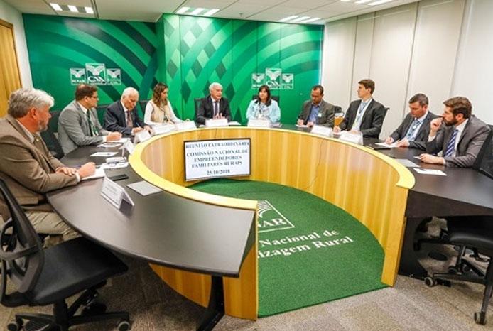 CNA e governo discutem financiamento específico para empreendedores familiares rurais