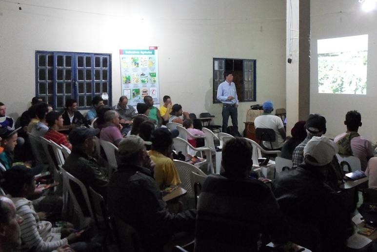 Comercial Friburguense recebe palestra sobre produtos da Topseed Premium