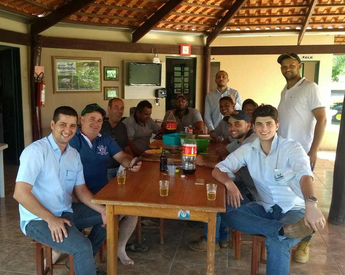 Equipe Topseed Premium confraterniza com parceiros em Cristalina (GO)