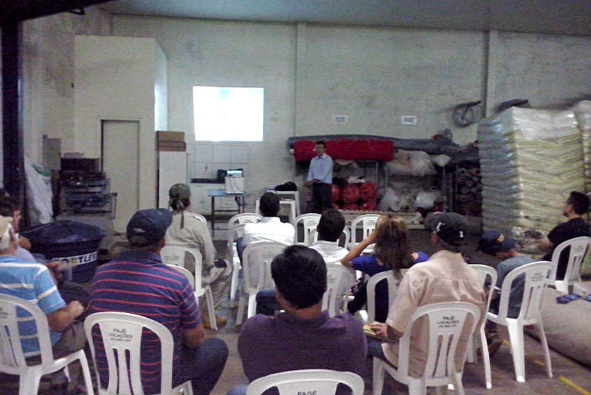 Palestra sobre folhosas em Cascavel-PR