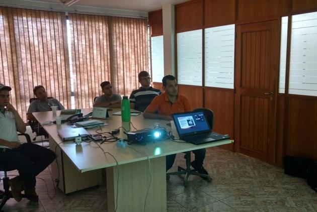 Revenda Agrotécnica recebe treinamento da Topseed Premium