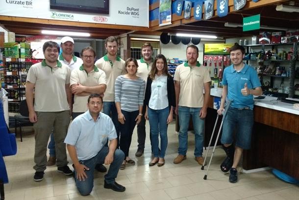 Topseed Premium realiza treinamento na revenda Agrícola Florença